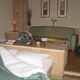2Queen Elizabeth Elite Suite Hotel & Spa