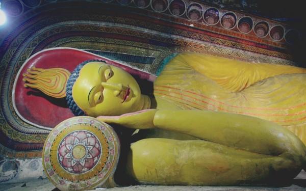 отдыхает будда