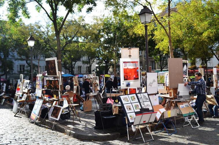 Площадь Тертр (Place du Tertre) или Площадь Холма — место силы французких художников, 18-м округе западнее базилики Сакре-Кёр.