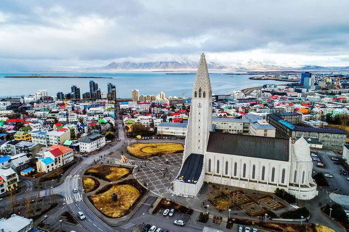 Исландия рядом: панорамный вид на Рейкьявик и церковь Хадльгримскиркья