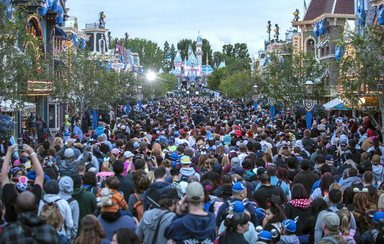 Thousands crowd on Main Street USA at Disneyland in Anaheim Friday morning as it celebrates its 60th anniversary with a 24-hour party that began at 6am. ///ADDITIONAL INFORMATION:   disney24hour – 05/22/15 – MARK RIGHTMIRE, THE ORANGE COUNTY REGISTER