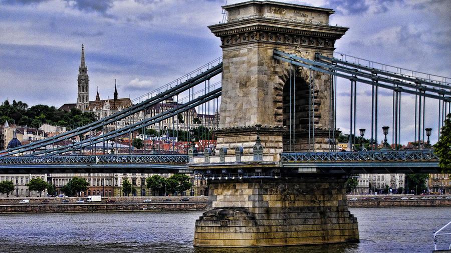 chain-bridge-budapest-jon-berghoff