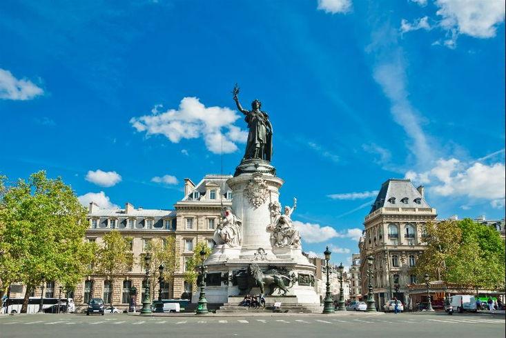 Площадь Бастилии расположена на месте разрушенной крепости во время Великой французской революции. Находится на границе 3, 4, 11 и 12-го округов.