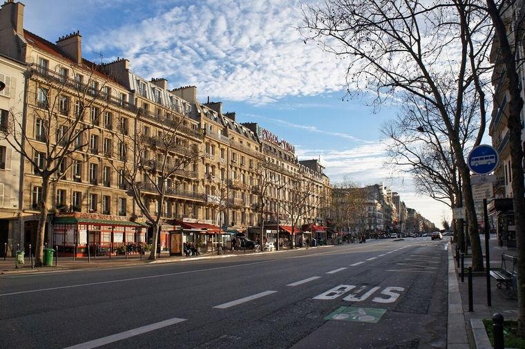 Квартал Монпарнас стал популярным в начале 20-го века, когда здесь в легендарных кафе и кабачках стала собираться вся творческая интеллигенция.