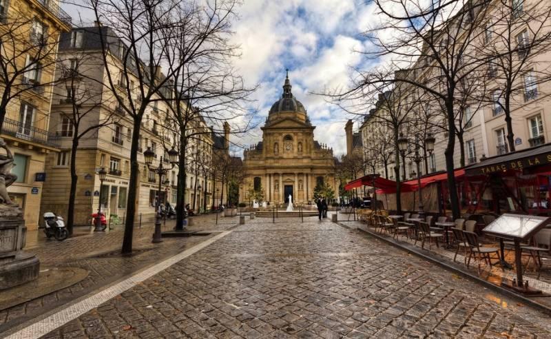 Университет (la Sorbonne) — центр Парижского университета в столице Франции; расположен в Латинском квартале Парижа