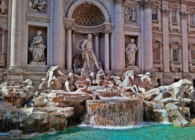 Фонтан Треви — самый зрелищный фонтан Рима, спроектированный по эскизам Бернини, одного из великих барочных мастеров Италии.